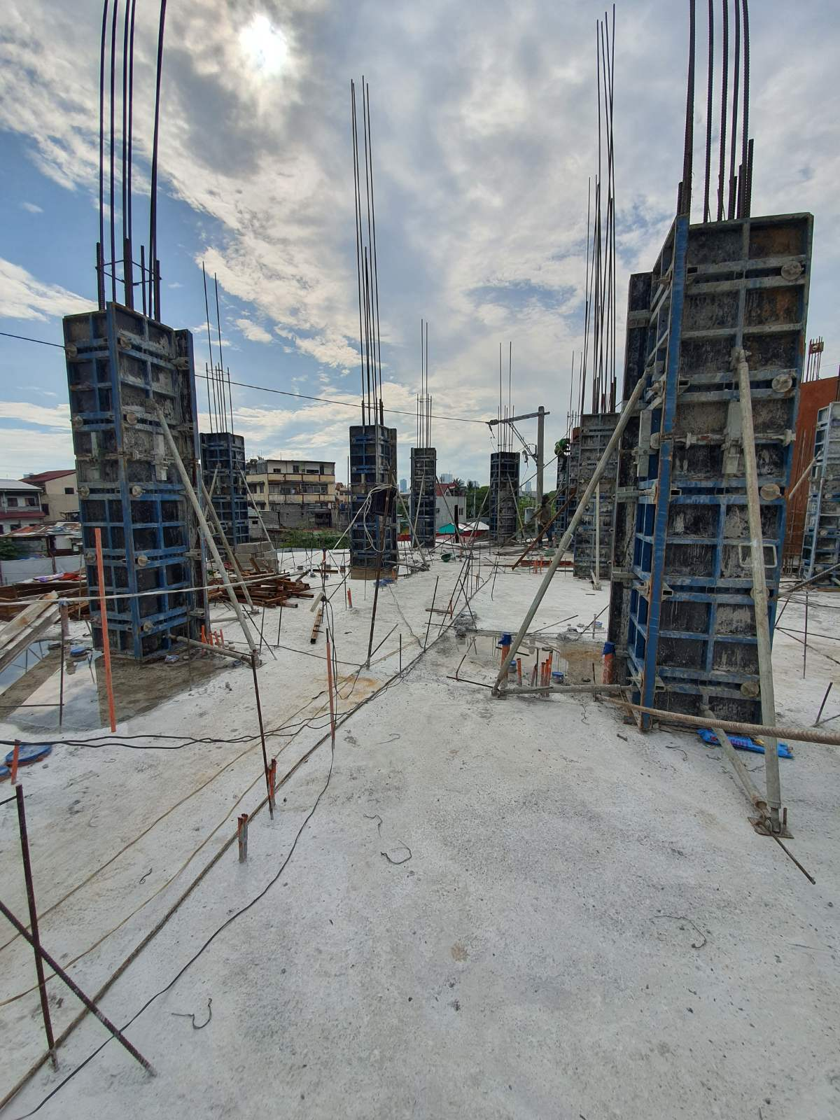 Project Description GPJ Building Location: Makati City Product / Equipment Used: B-form Adjustable Column System