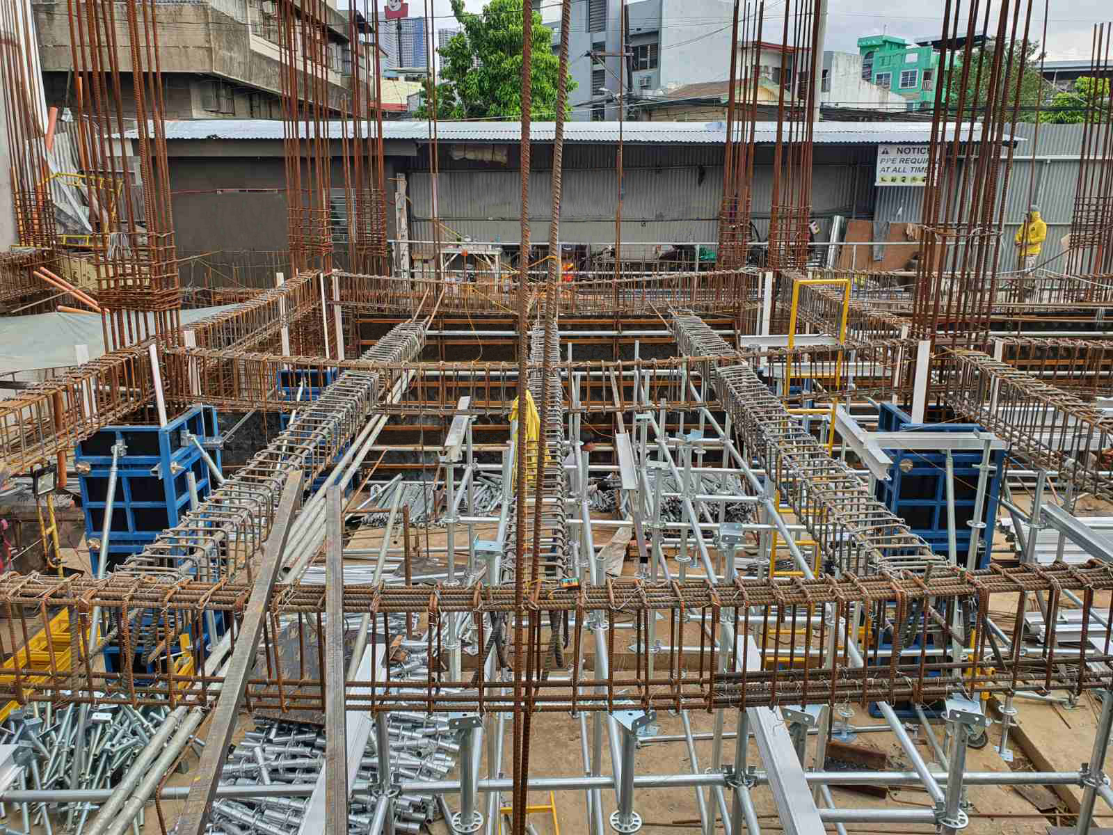 Project Description: GPJ Building Location: Makati City Product / Equipment Used: Ringlock System