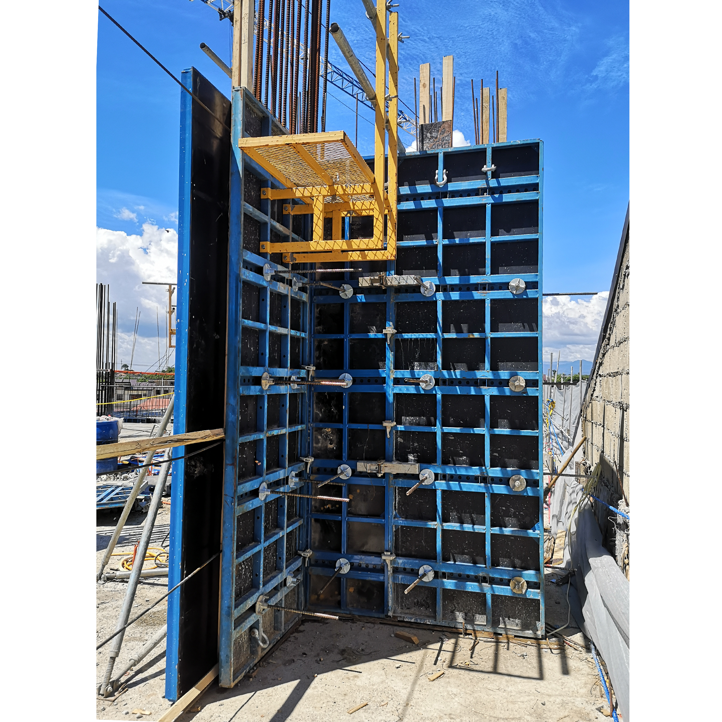 Project: Proposed: 18-Storey Residential Condominium Project Location: Lapu-lapu City, Cebu Product / Equipment Used: B-form System for Column and Wall