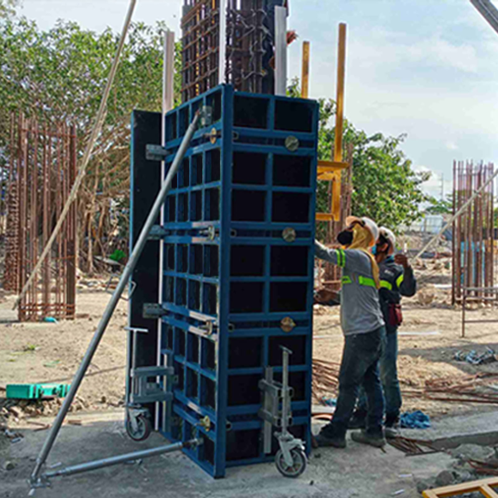 Project Description: Bloom Residences Location: Paranaque City Product / Equipment Used: B-Form Panel System
